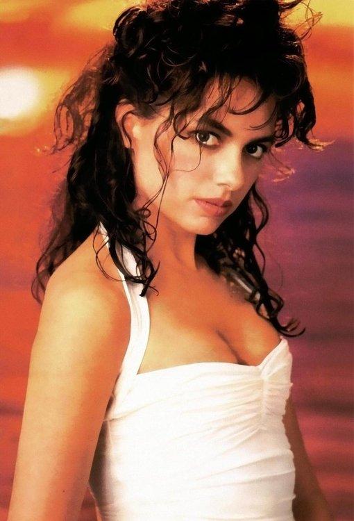 Susanna-Hoffs-hot-busty-photo.jpg