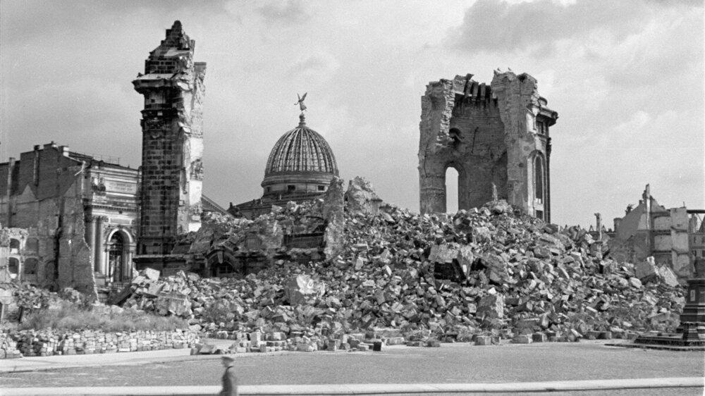 dresden-bombing-gettyimages-1058618128.jpg