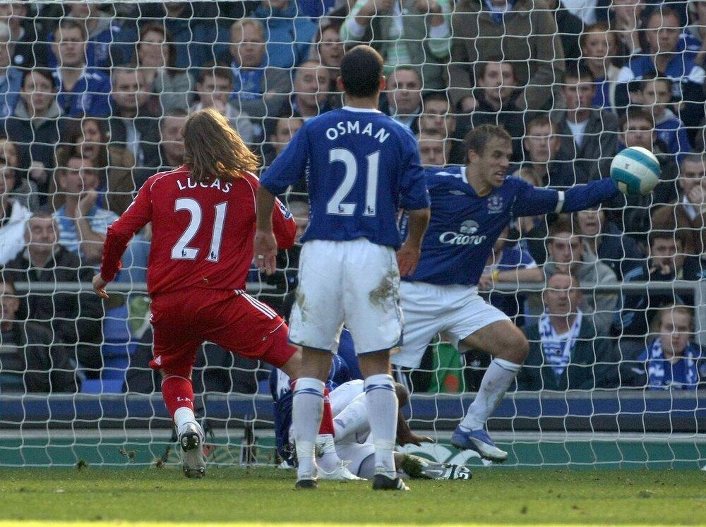 Phil-Neville-sent-off-for-a-90-minute-handball.jpg