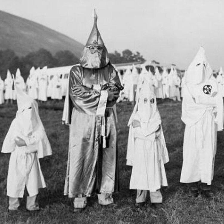 Children_with_Dr._Samuel_Green_2C_Ku_Klux_Klan_Grand_Dragon_2C_July_24_2C_1948.0.0.jpg