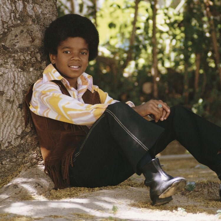 michael-jackson-1958---2009-relaxes-under-a-tree-april-1970-photo-by-michael-ochs-archives_getty-images.jpg