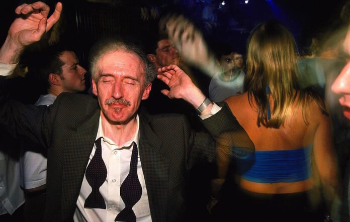 Old-man-clubbing-GettyImages-558238957-696x442.jpg