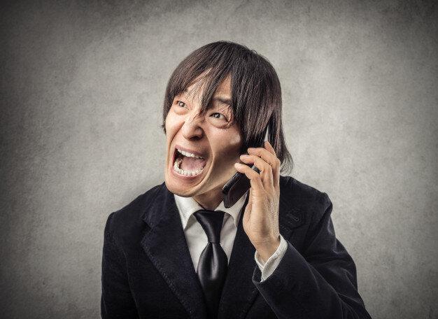 japanese-man-shouting-phone_102671-5269.jpg