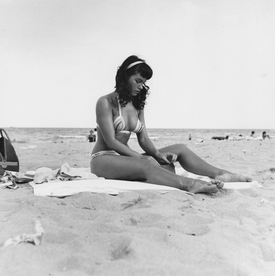 bettie-page-queen-of-curves-swimsuit-pinup-nude-_p019.jpg
