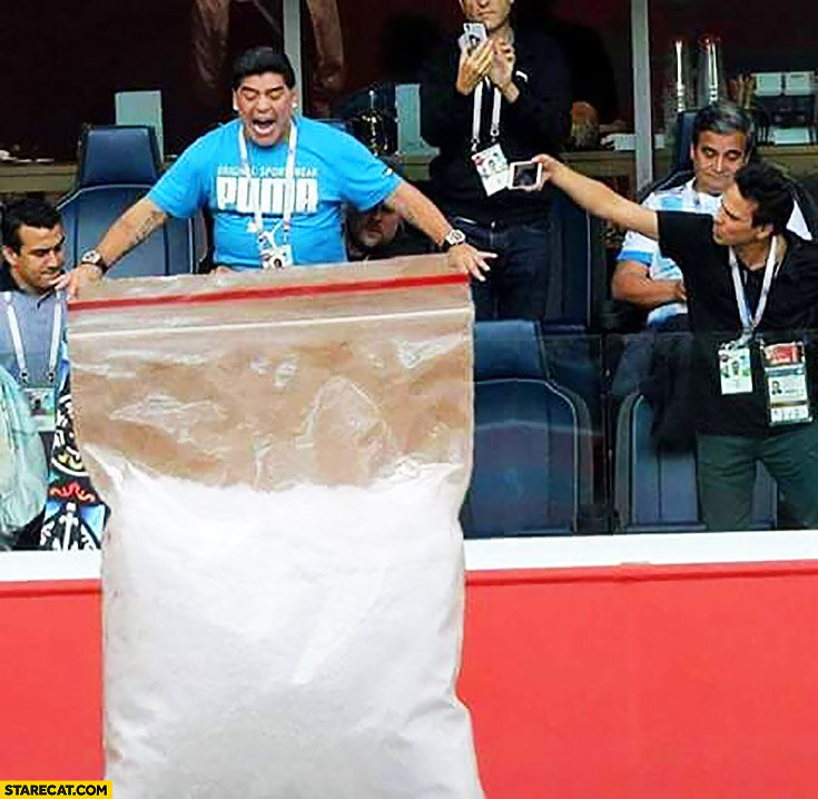 maradona-with-huge-cocaine-bag-on-football-match-photoshopped.jpg.7b8085a5e3175144e595d3db256a785c.jpg